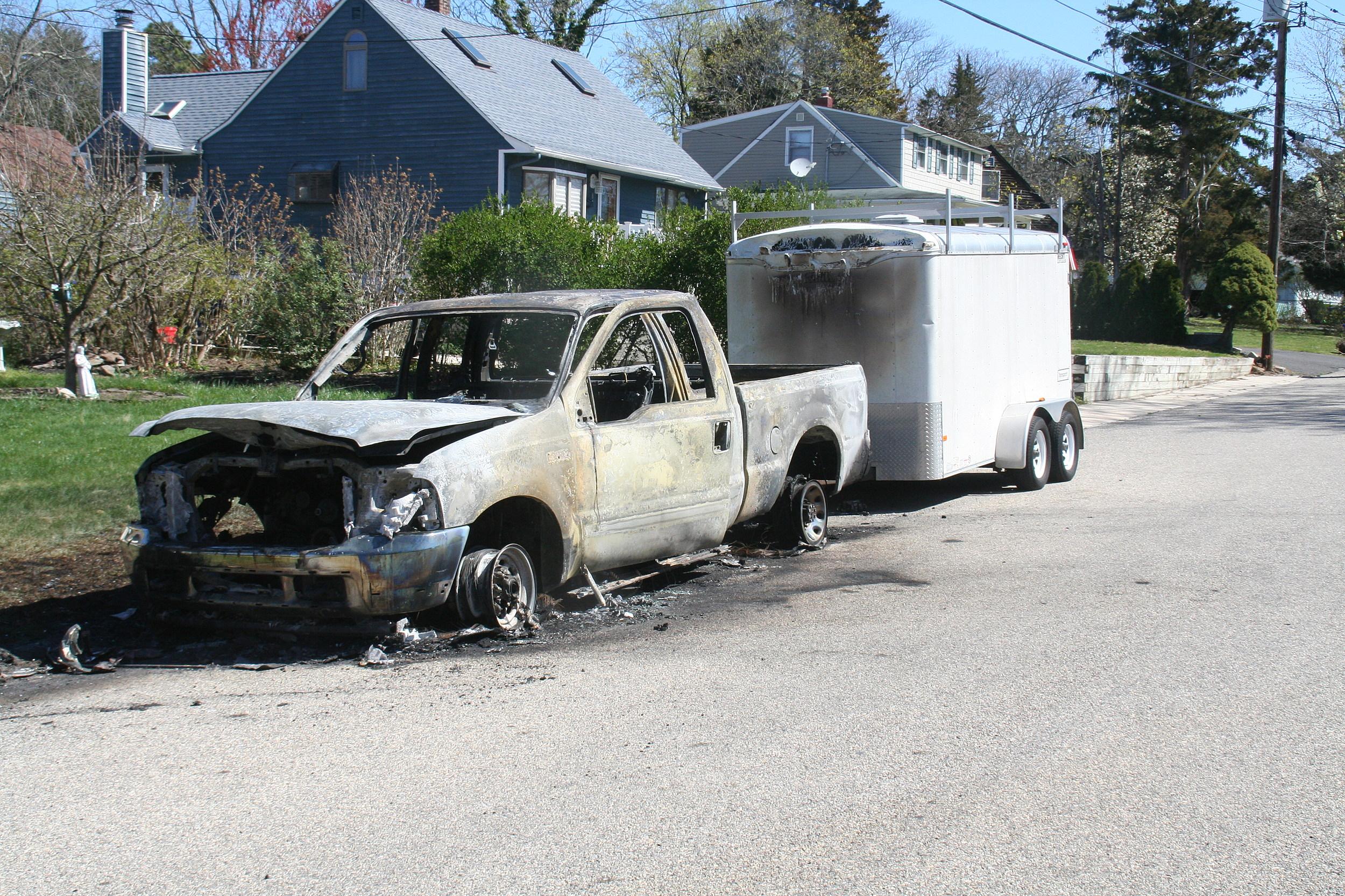toms river truck fire probed. Black Bedroom Furniture Sets. Home Design Ideas