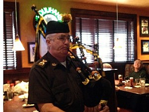 Bagpiper at Houlihan's in Brick