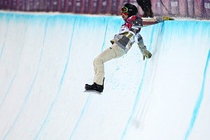 Shaun White crashes out in the Snowboard Men's Halfpipe Finals (